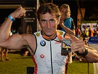 Mission erf�llt: BMW Werksfahrer Alessandro Zanardi meistert seinen ersten Langstrecken-Triathlon auf Hawaii