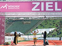 Angef�hrt vom BMW i3 feiern mehr als 20.000 Aktive ein Laufsportfest beim M�NCHEN MARATHON.