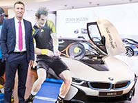 Andy Murray schl�gt bei den BMW Open by FWU AG auf.