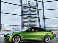 DTM-Champion Marco Wittmann nimmt neues BMW M4 Coupé mit BMW M Performance Parts in Empfang.