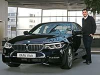 Erste Auslieferung der neuen BMW 5er Limousine in der BMW Welt.
