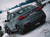 Auf der Suche nach dem perfekten Video bezwingt der BMW X6 die unwegsamen, vereisten Berge Rumäniens
