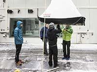 BMW Outdoor Botschafter Stefan Glowacz testet Multifunktionsschlitten im BMW Group Umweltwindkanal.