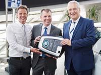 32 BMW i3 an Staatsminister Joachim Herrmann und Staatsbauverwaltung Bayerns übergeben.