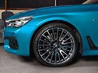 BMW 750Li xDrive (G12) in Individual Außenfarbe Atlantis Blau