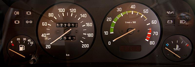 BAUR BMW TC1 von Ralf ('asc-730i') beim Rhein-Ruhr-Stammtisch im April 2016, Tacho-Instrumente
