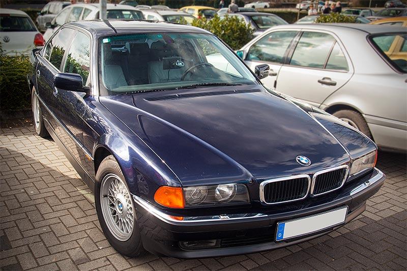 BMW 740i (E38), importiert aus Japan, in orientblau-metallic, von Hans-Rudolf ('später7erfan')