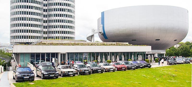 7-forum.com Jahrestreffen 2016: BMW 7er-Reihe vor dem BMW Museum