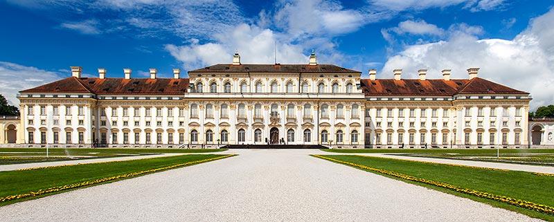 Sonntagmittag am Schloß Schleißheim - und keiner ist da. Die Jahrestreffen-Teilnehmer hatten das Schloss an diesem Tag quasi für sich.