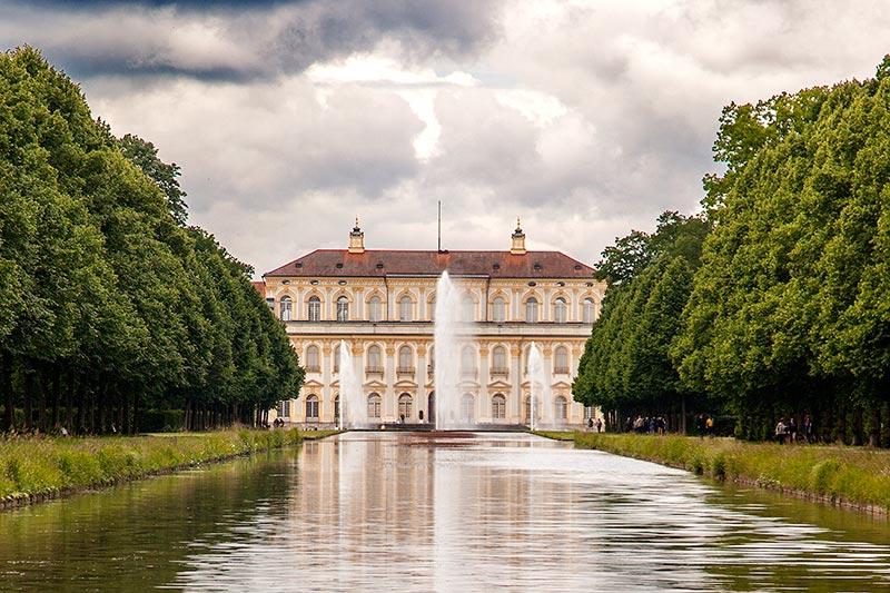 7-forum.com Jahrestreffen 2016, Ausfahrt zum Schloß Schleißheim, Blick auf das Schloß vom Schloß Lustheim aus