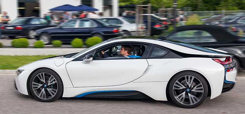 Jahrestreffen 2016: Grillen und Diagnose bei Ray in Hohenbrunn. Stefan ('Jippie') bei seiner Probefahrt im BMW i8.