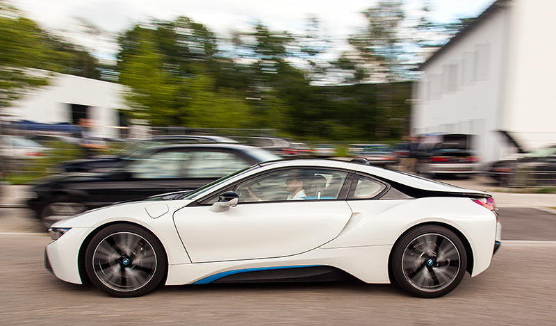 Jahrestreffen 2016: Grillen und Diagnose bei Ray in Hohenbrunn. Ray ermöglichte Probefahrten in einem BMW i8.