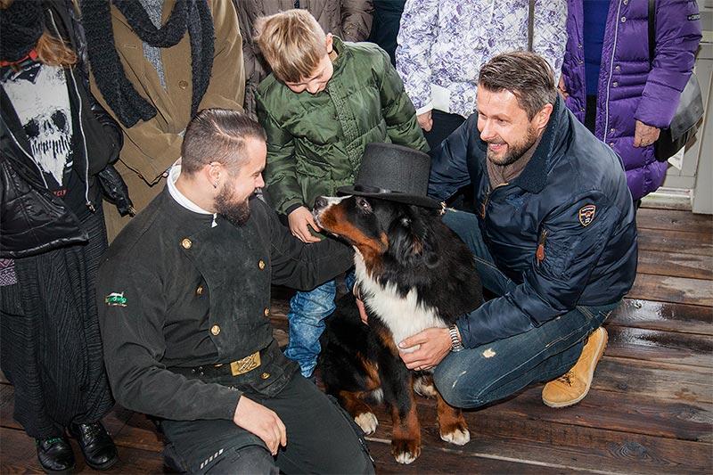 Forums-Schornsteinfeger Alain ('Alien') mit Domink, Michal ('bmwe23') und Hund Napoleon