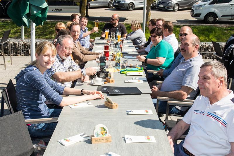 7er Schwabenstammtisch am Unimog Museum in Gaggenau: auf der Restaurant-Terrasse