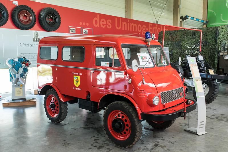 Unimog U402, gebaut in Gaggenau (Daimler-Benz AG), 4-Zylinder-Motor, 25 PS, Grundpreis: 11.465 DM (ohne Aufbau)