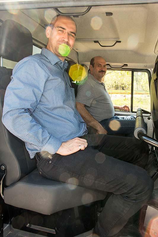 Martin ('Warnblinker') und Didi ('didi') auf der Rückbank im Unimog