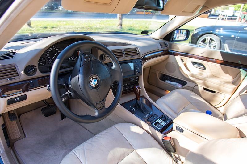 BMW 728i (E38) von Andreas ('gasi'), mit 16:9 Bildschirm - und mit Asche gefülltem Aschenbecher