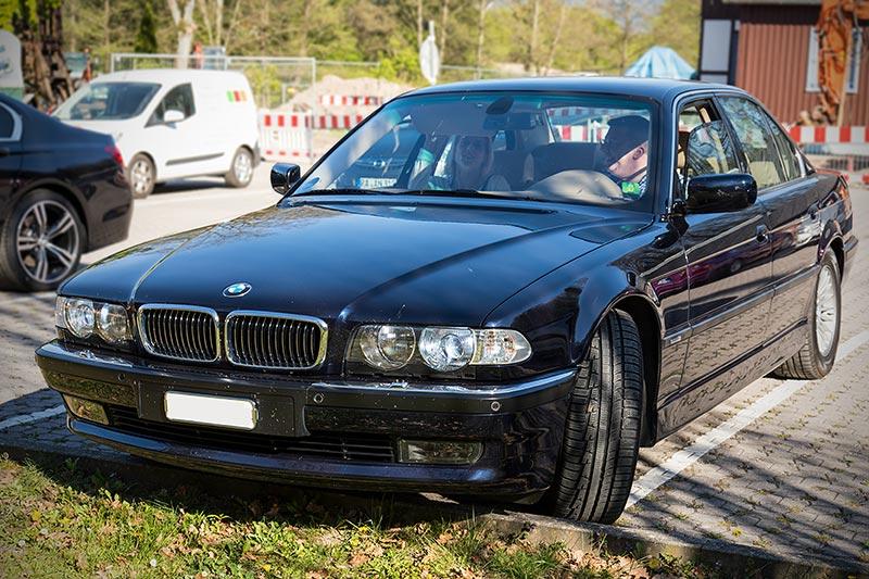 Der BMW 728i (E38) von Andreas ('gasi') präsentierte sich beim Stammtisch in hervorragendem Zustand