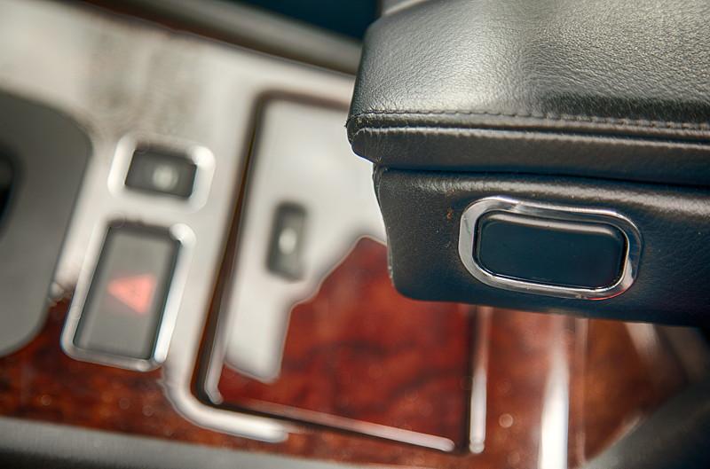BMW 735i (E38) von Günter ('Aschallnick'), Chrome-Line-Interieur Ausstattung mit verchromten Schaltern im Innenraum