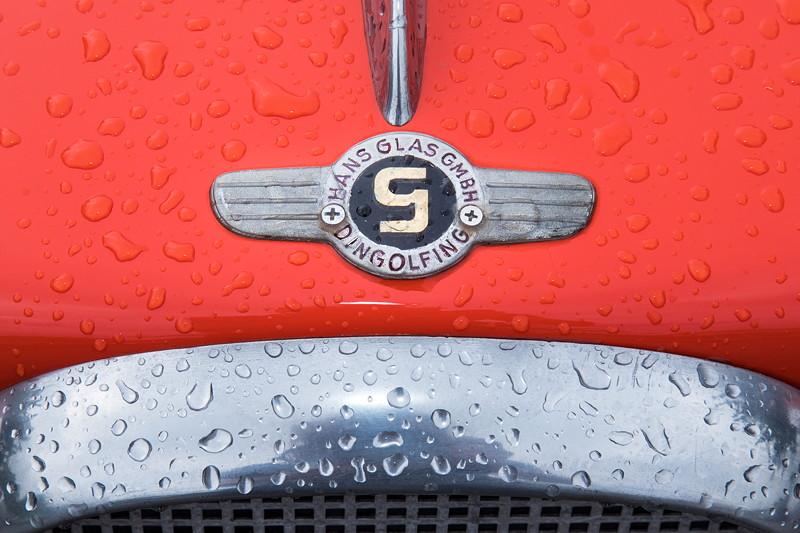 Goggomobil TS 250 Coupé von Ralf ('asc-730i'). Das Logo des Herstellers 'Glas GmbH' auf der Motorhaube.