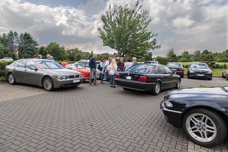 Rhein-Ruhr-Stammtisch im Juli 2017: Das Goggomobil von Ralf ('asc-730i') setzte einen Farbtupfer auf dem 7er Parkplatz.