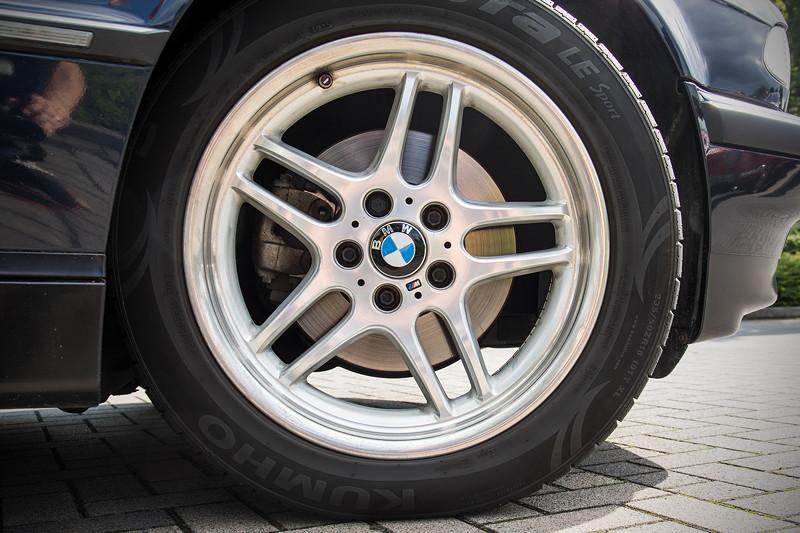 BMW 740i (E38) Individual von Frank ('heliman4'), auf 18 Zoll BMW 'M Parallel' Rädern, vorne mit 235/50 ZR 18 Bereifung