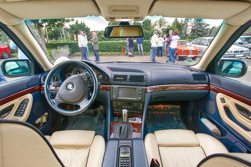 BMW 740i (E38) Individual von Frank ('heliman4') beim Rhein-Ruhr-Stammtisch im Juli 2017, Innenraum vorne.