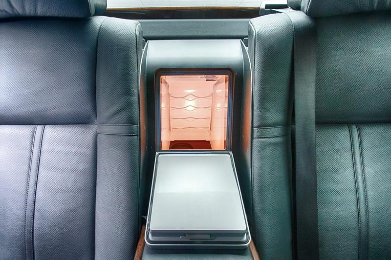 Foto: BMW 750Li (E66), Tür hinten mit Seiten-Airbag, elektrischem ...
