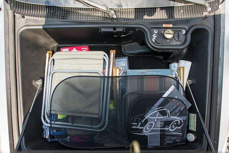 Rhein-Ruhr-Stammtisch im August 2017: DeLorean DMC-12. Kofferraum unter der Fronthaube.