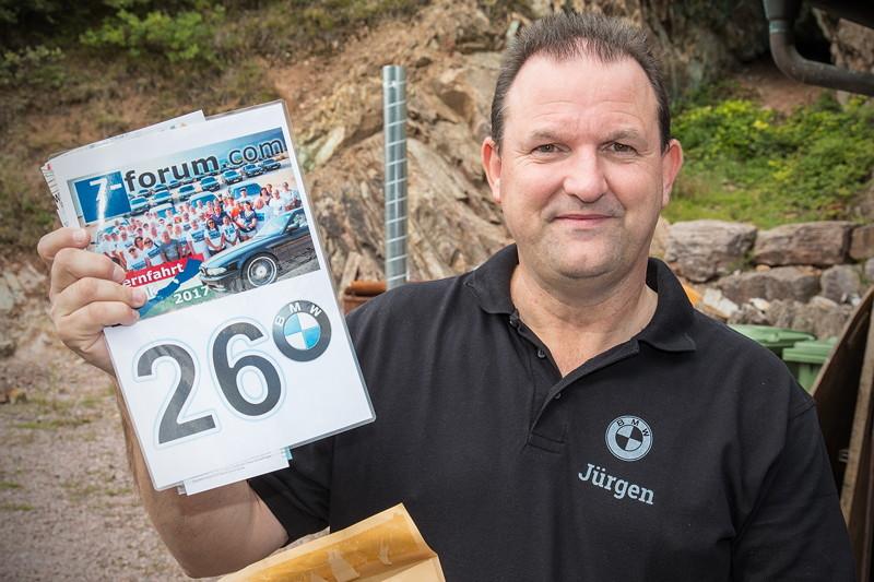 77. Südhessen-Stammtisch: Jürgen ('Yachtliner') nahm seine Sternfahrt-Unterlagen entgegen