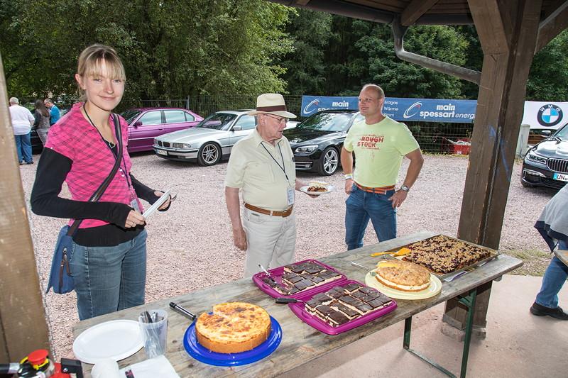 77. Südhessen-Stammtisch: Kuchenbuffet mit den Kuchenspenden der Teilnehmer