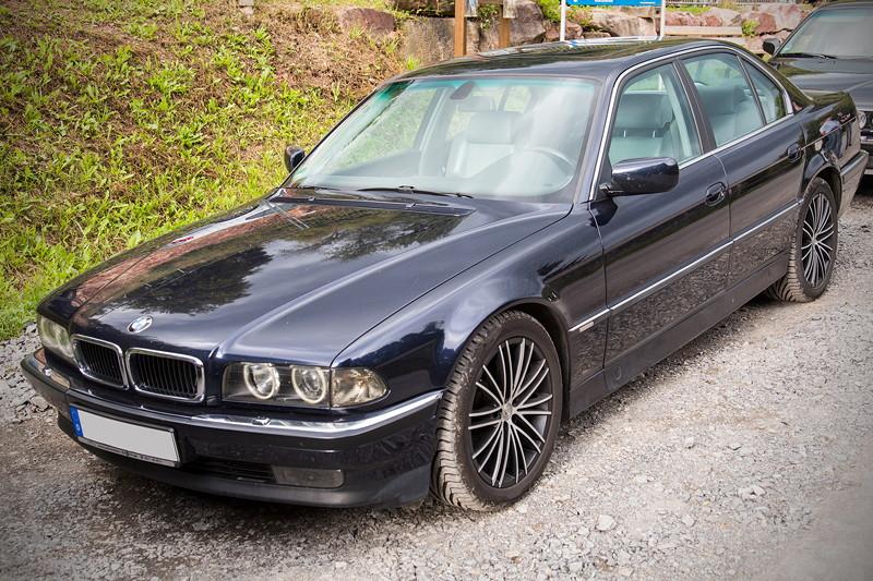 77. Südhessen-Stammtisch: BMW 735i (E38) von Cedrik ('Teufelchen')