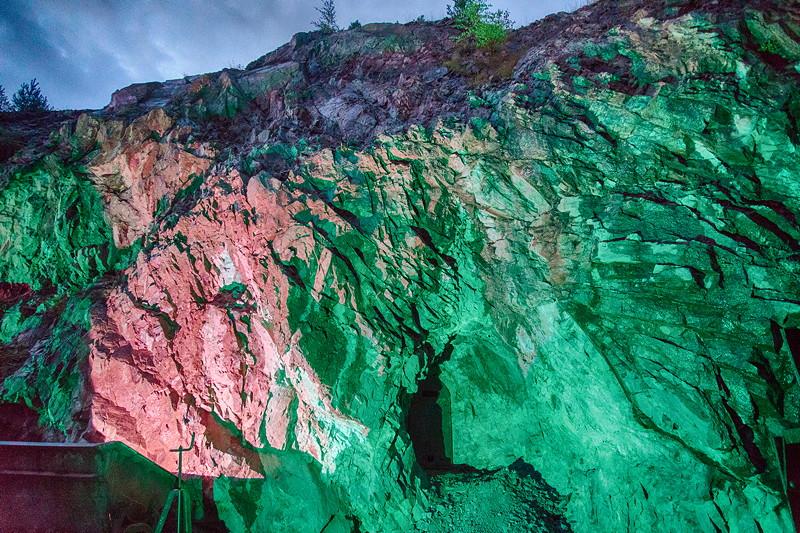 Kupferbergwerk Grube Wilhelmine am Abend in ambienter Beleuchtung