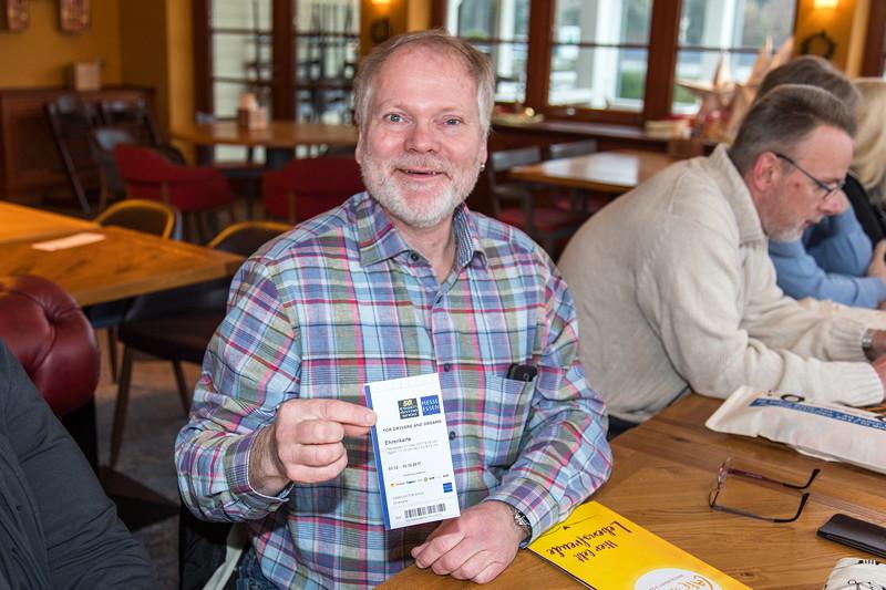 Frank ('Festus03') bekam beim Rhein-Ruhr-Stammtsich eine Ehrenkarte für die Essen Motor Show 2017.