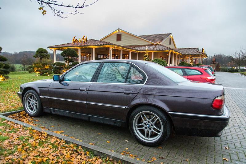 BMW 728i (E28) von Rhein-Ruhr-Stammtisch-Organisator Volker ('CountZero') vor dem Stammtischlokal in Castrop-Rauxel.