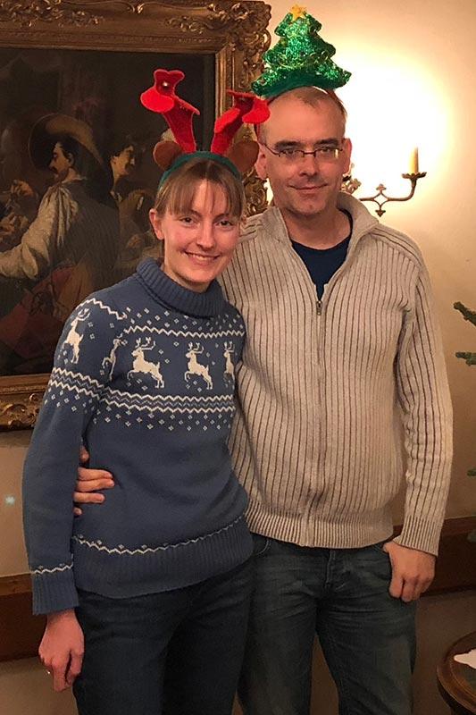 Viola ('*Phoebe*') und Christian ('Christian') im weihnachtlichen Look.