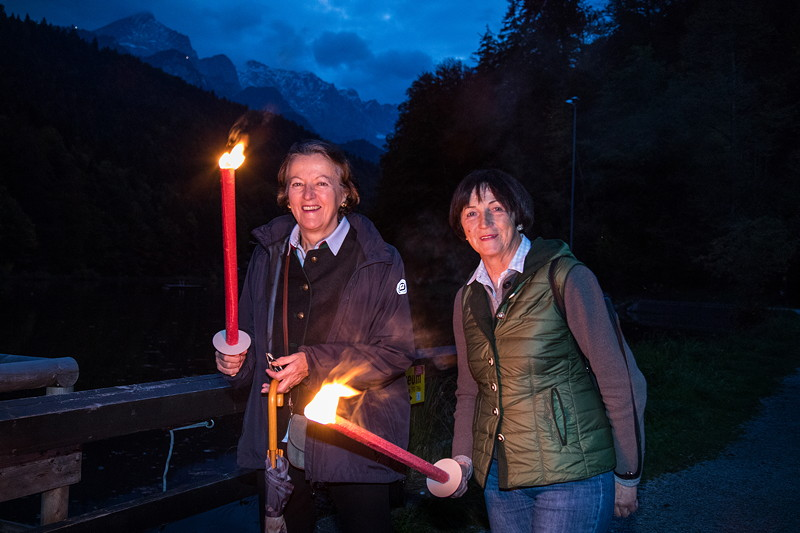 20 Jahre BCD Treffen: am Freitagabend fand eine Fackelwanderung am Riessersee statt.