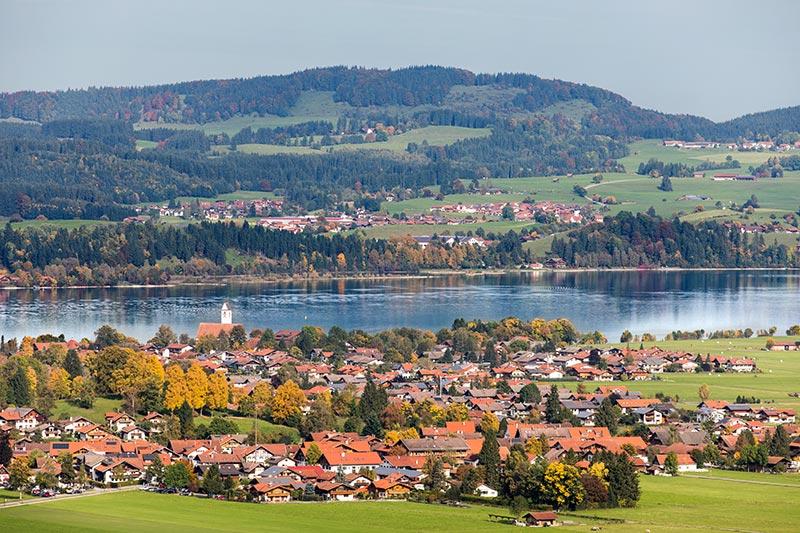 Blick vom Schloss Neuschwanstein aus auf die Umgebung