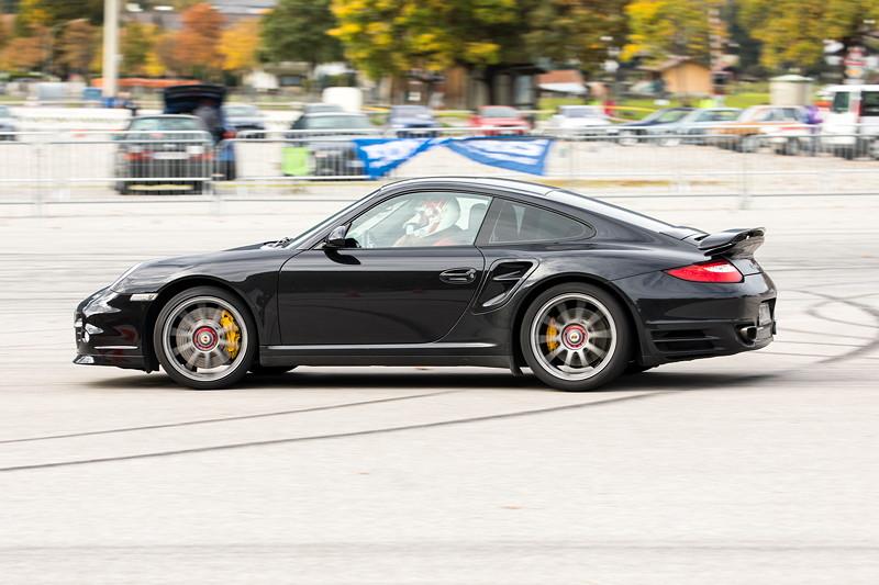 Porsche 911 Turbo S. An die Zeiten der teils weniger gut motorisierten BMW Fahrer kam dieser Fahrer nicht heran.