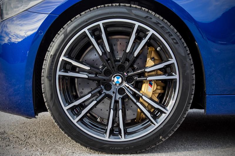 20 Jahre BCD Treffen: BMW M5 auf 20 Zoll großen M Leichtmetallrädern Doppelspeiche 706 M Bicolor.