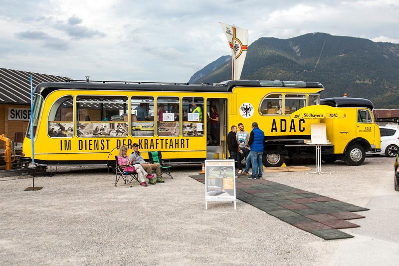 20 Jahre BCD Treffen, ADAC 'rollende Filiale' aus den 50iger am Hausberg als ORGA-Zentrale des Treffens.
