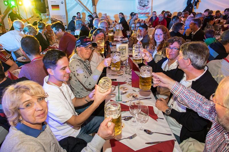 20 Jahre BCD Treffen, viele Tische wurden vorab reserviert, wie hier der Tisch für den BMW Club Kindelsberg e.V.