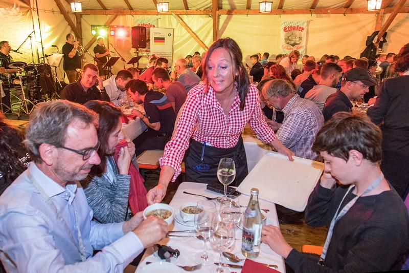20 Jahre BCD Treffen, Festabend, als Vorspeise wurde Flädle Suppe gerreicht.