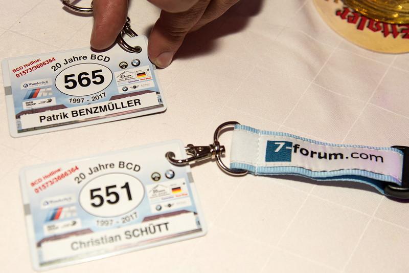 Jeder angemeldete Teilnehmer bekam ein Namensschild mit BMW Classic Schlüsselband. Die 7er-Forums-Teilnehmer setzten auf ihr eigenes Schüsselband.