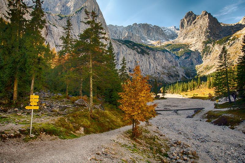 Aussicht von der Höllentalangerhütte Richtung Zugspitze