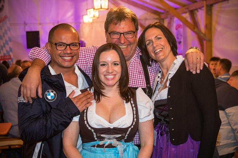 Bayerischer Abend am Montag. Im Bild Heinz Raab, Präsident des BMW Club Rothenburg o.d. Tauber e.V. (Mitte).