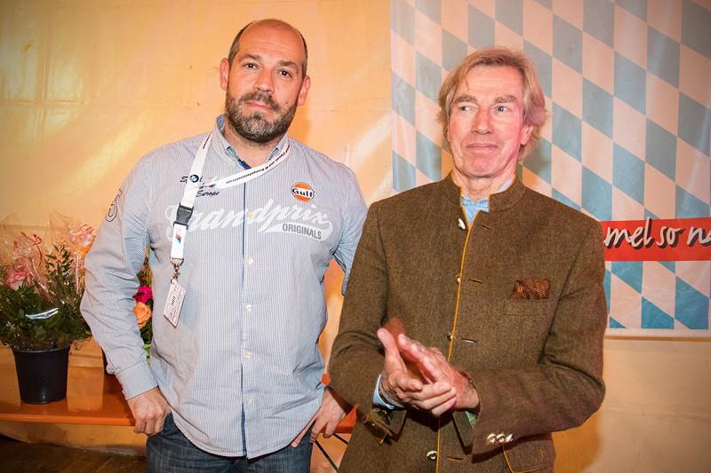 20 Jahre BCD Treffen, Bayerischer Abend. Patrik ('Benzi 735i') wurde von Prinz Leopold von Bayern für sein gutes Abschneiden bei der BCD Rallye geehrt.