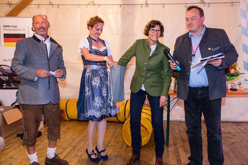 20 Jahre BCD Treffen, Tombola mit Helmut Schmid, BCD Präsident, Dr. Sigrid Meierhofer, Bürgermeisterin Garmisch und Christian Pomplun, BC Garmisch.