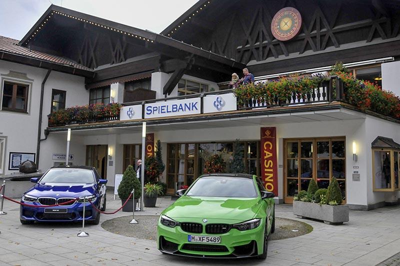 20 Jahre BCD Treffen: BMW M Fahrzeuge als Ausstellungstücke der BMW M GmbH vor dem Casino