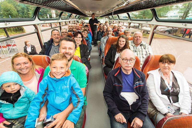 Die Jahrestreffenteilnehmer gingen im Oldtimerbus 'Sonja' auf Stadtrundfahrt.